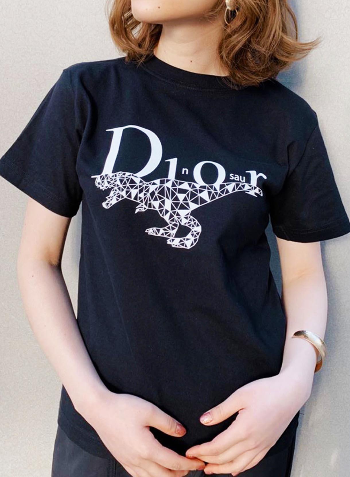 33℃ DINOSAURTシャツ [ユニセックスモデル]